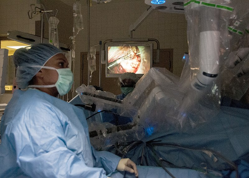 image of a Da Vinci robotic surgery